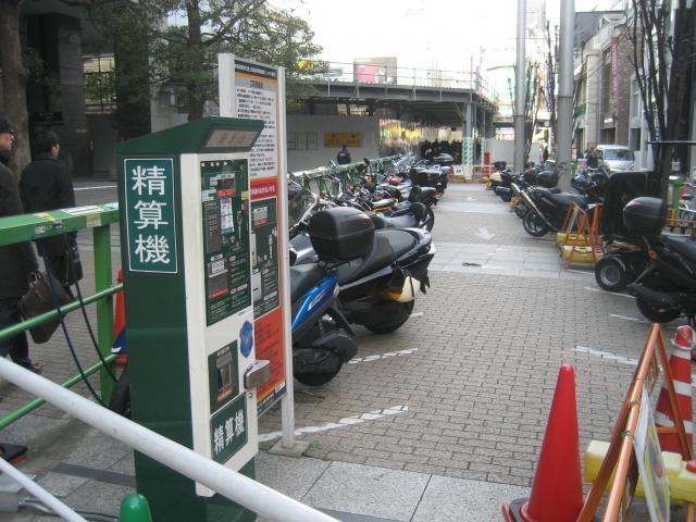 区立新宿駅新南口路上自転車 ...